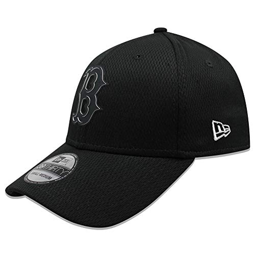 (New Era Men's Boston Red Sox Black Clubhouse Collection 39THIRTY Flex Hat (Small/Medium))