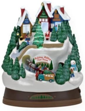 Amazon Com Hallmark Holiday Hilltop Tree Farm 2009 Ornament Home Kitchen