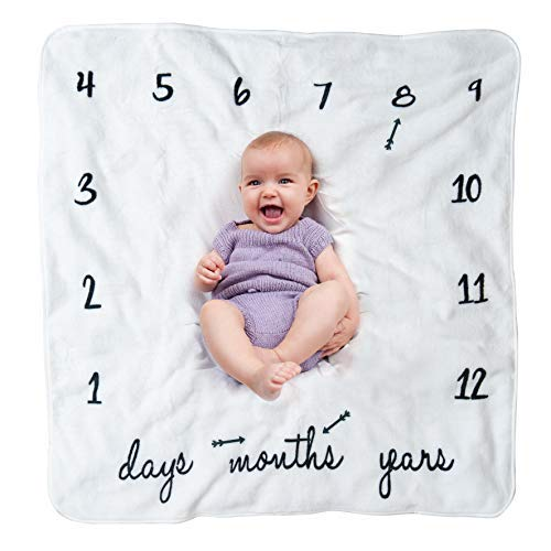 Milestone Blanket for Baby, Arrow Props Included, Unisex and Customizable, Rich Off-White Coral Fleece, Photo Prop to Track Your Baby's Growth, Perfect Gift for Baby Shower ()
