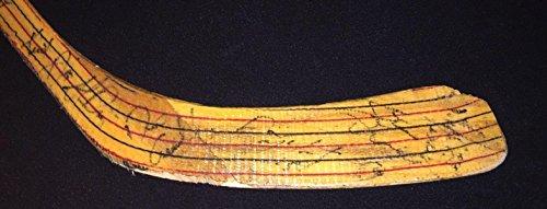 199394-Detroit-Red-Wings-Team-Signed-Stick-Steve-Yzerman-Howe-Burr-Vernon-Autographed-NHL-Sticks