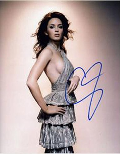 Emily Blunt - Signed 11x14 inch photograph with COA & PROOF - Prada In Store London