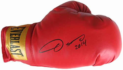 Oscar De La Hoya, the Golden Boy, Signed, Autographed, Boxing Glove, a COA with the Proof Photo of Oscar Signing Will Be Included*