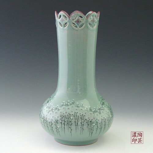 Korean Celadon Glaze Vase with Openwork Head and Chrysanthemum Body Design