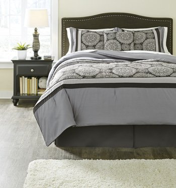 Ashley Furniture Signature Design   Mosley Bedding Set   Queen   Contains Bed Skirt  2 Shams   Comforter   Gray