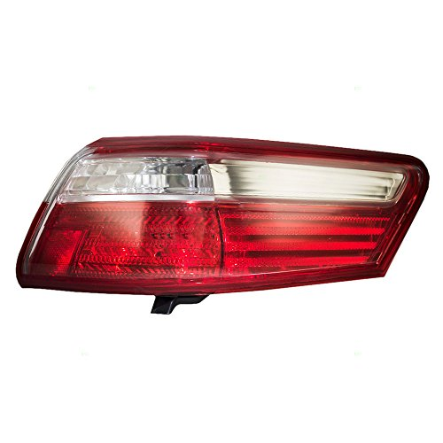 - Passengers Taillight Quarter Panel Mounted Tail Lamp Replacement for Toyota 8155133340