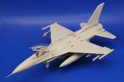 1:48 F-16cj Block 50 Model Kit