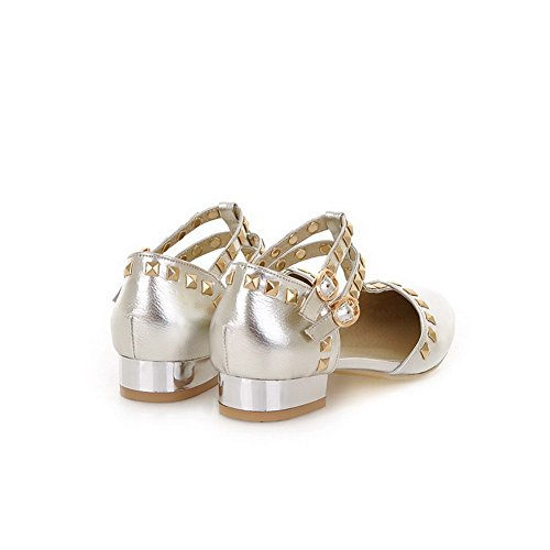 VogueZone009 Womens Closed Pointed Toe PU Patent Leather Solid Sandals with Rivet Silver 2tneH3o