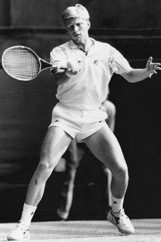 boris-becker-classic-on-court-wimbledon-1990-24x36-poster