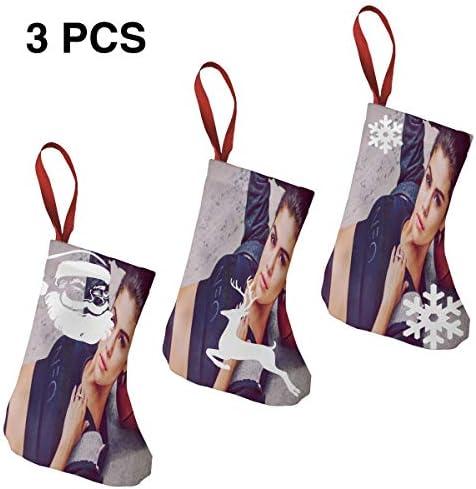 クリスマスの日の靴下 (ソックス3個)クリスマスデコレーションソックス 歌手セレナゴメスSelena Gomez クリスマス、ハロウィン 家庭用、ショッピングモール用、お祝いの雰囲気を加える 人気を高める、販売、プロモーション、年次式
