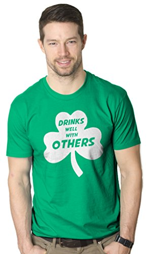Crazy Dog TShirts - Drinks Well With Others TShirt Funny Sarcatic Beer Tee for St. Patricks Day - Camiseta Divertidas