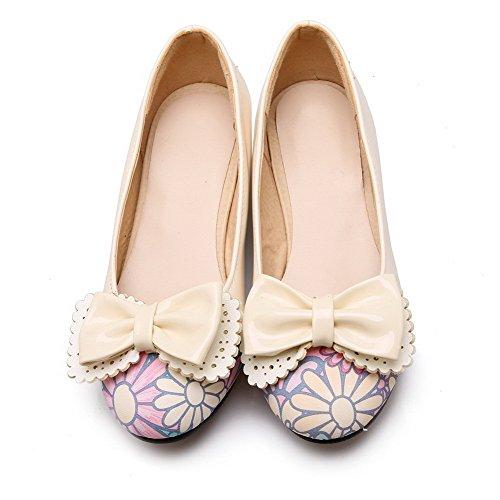 VogueZone009 Damen Rund Zehe Niedriger Absatz Lackleder Gemischte Farbe Ziehen auf Pumps Schuhe Cremefarben