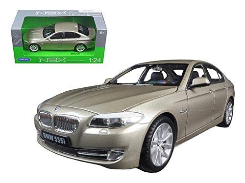 Welly 24026 2010 BMW (F10) 535i 5 Series Gold 1/24 Diecast Model Car