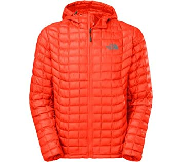 4956ac6ee45e THE NORTH FACE Men s Thermoball Hoodie Jacket Valencia Orange Size X-Large   Amazon.co.uk  Sports   Outdoors