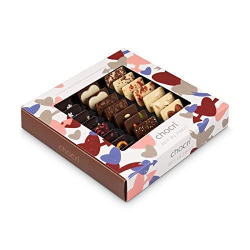 """chocri """"Zeit zu zweit"""" ❤ - 24 Schokoladen-Täfelchen mit verschiedenen Zutaten in einem Geschenkbox - perfektes Geschenk für Paare - Weltreise für den Partner"""