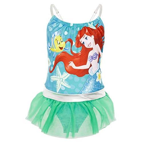41s05N4if3L. SS500 ? TRAJE DE BAÑO DE LAS PRINCESAS DISNEY --- Estos bonitos trajes de baño de las princesas Disney nos presenta a los personajes más populares de las famosas películas: La sirenita Ariel, Cinderella, Jasmine, Rapunzel, Blancanieves, Pocahontas, Bella, Mulan, Tiana y Mérida. Nuestro traje de baño para niñas está disponible en 2 diseños diferentes y en una amplia gama de tallas. ? 2 DISEÑOS PARA ELEGIR --- Nuestros trajes de baño para niñas están disponibles en 2 diseños, cada uno con detalles con volantes y tirantes finos. Elige entre nuestro traje de baño de la sirenita Ariel en color verde esmeralda o nuestro traje de baño con todas las princesas Disney en color rosa. Mezcla de poliéster