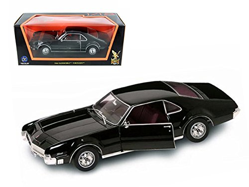 1966 Oldsmobile Toronado Diecast Model Black 1:18 Die Cast Car
