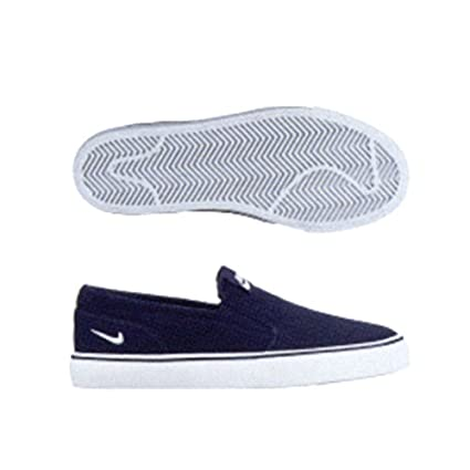 95bef68292a0 Amazon.com  Nike Toki Slip  Everything Else