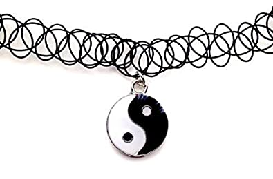 26ea17ee55f7 Yin Yang Colgante Collar de Gargantilla de tatuaje elástico negro Vintage  Retro 80s 90s elástico de diseño de Henna  Amazon.es  Joyería