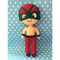 Muñeco artesanal de fieltro inspirado en luchador mexicano