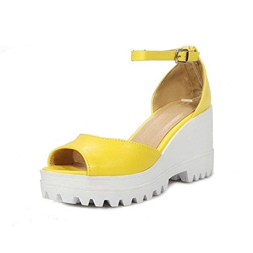AllhqFashion Damen Hoher Absatz Rein Fischkopf Schuhe Weiches Material Schnalle Sandalen Gelb