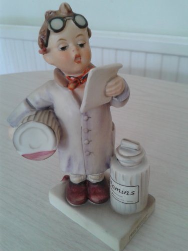 c1964 HUM322 Little Pharmacist figurine - NEGR51