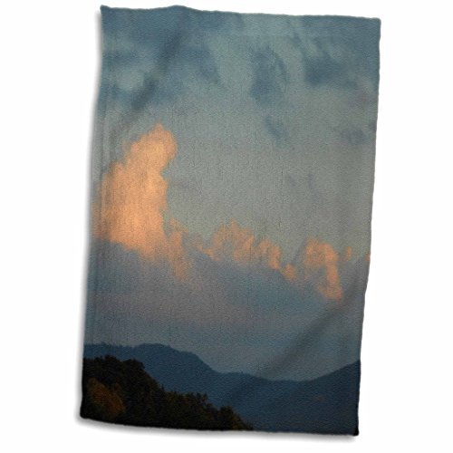 3dRose ET Photography Mountains - A unique cloud formation behind the mountains in NC - 15x22 Hand Towel (twl_165264_1)