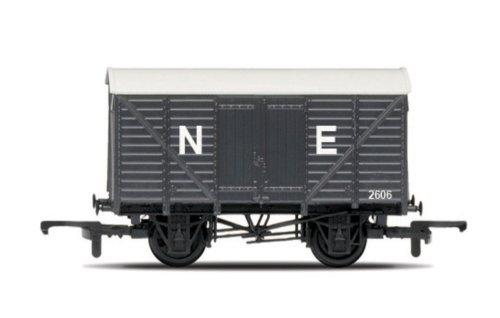 Hornby R6422 Railroad Closed 00 Gauge Van