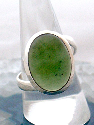 Sz 8 3/4, Genuine Green JADE (Bowenite) Serpentine Gemstone, 925 Sterling Silver, Statement Oval Ring Jewellery. - Apple Green Jade