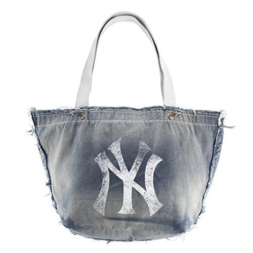 MLB New York Yankees CAPtivate Wristlet ()