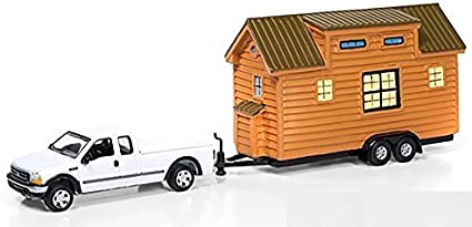 Johnny Lightning 1//64 2002 Chevy Silverado /& Tiny House Black Metallic JLTH002