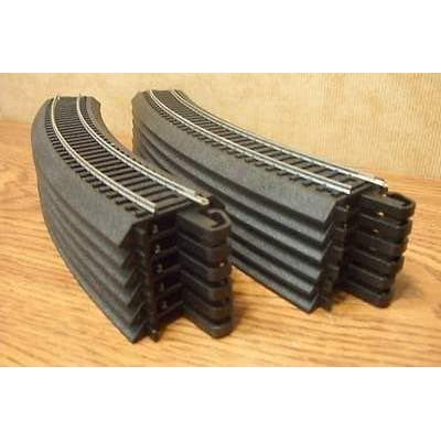 """HO Scale Bachmann Steel Alloy EZ Track 12 Pieces of 18"""" Radius Curves for Model Railroad Trains: Toys & Games"""