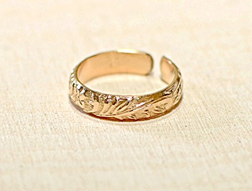 14K solid gold toe ring with leaf pattern by Metalopia