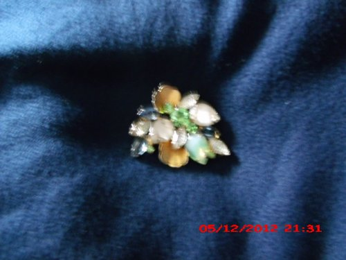 Gold Coloured Costumes Jewellery (Vintage Costume Jewelry Pin Gold Color with Colored Stones)