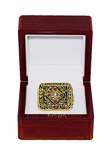 Milwaukee Braves Replica (MILWAUKEE BRAVES (Hank Aaron) 1957 WORLD SERIES CHAMPIONS Vintage Rare & Collectible Replica Major League Baseball Gold MLB Championship Ring with Cherrywood Display Box)