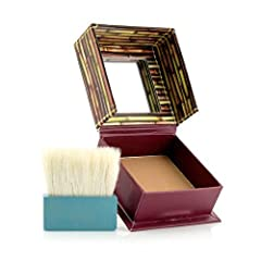 This soft bronze matte powder gives your complexion a healthy, natural looking tan. Dust it lightly across cheeks, chin and forehead to bring the warm tan of the island to your skin and spirits. Use hoola for a year round healthy tan.