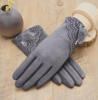 Con velluto spesso che indossa guanti caldi a577ed62910d