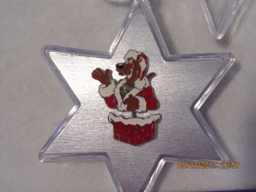 (Vintage Scooby Doo Dressed as Santa Pin in Plastic Star Box)
