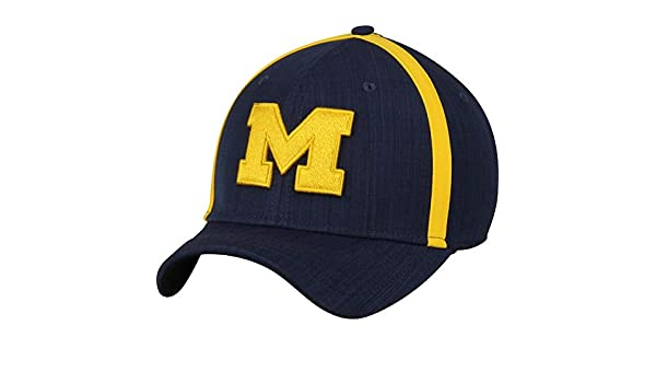 on sale 9bebb 54613 Amazon.com   NIKE Michigan Wolverines 2017 AeroBill Sideline Swoosh Coaches  Performance Adjustable Hat   Sports   Outdoors