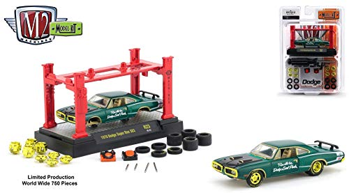 (M2 Machines Limited Edition Chase Piece - 1970 Dodge Super Bee 383 2018 Detroit Muscle Model Kit (Release 23) - 1:64 Scale Die-Cast Vehicle & Auto-Lift Building Set (1 of 750 Pieces Worldwide))