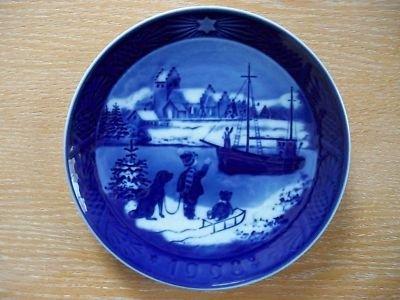 Fine Danish Porcelain -- 1998 Royal Copenhagen Christmas Plate --
