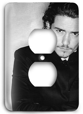 Orlando Bloom v Outlet Cover - Outlets Orlando The