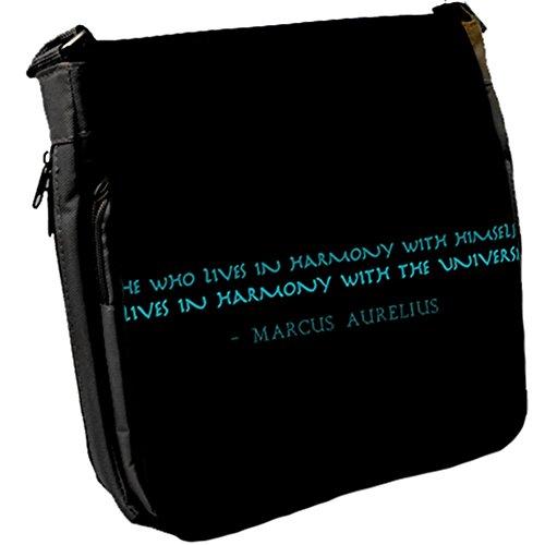He who lives - Marcus Aurelius Unisex Umhängetasche