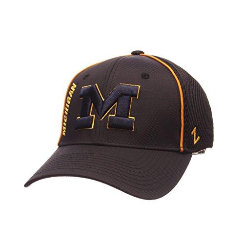 NCAA Michigan Wolverines Men's Punisher Hat, Black, Medium/Large (Wolverines Michigan Ncaa Fiber)
