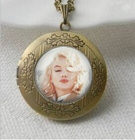 Pendant:Kisses,Glass Picture Pendant Locket Necklace,Photo Jewelry,Vintage Pendant Locket (Vintage Pendant Kiss Glass)
