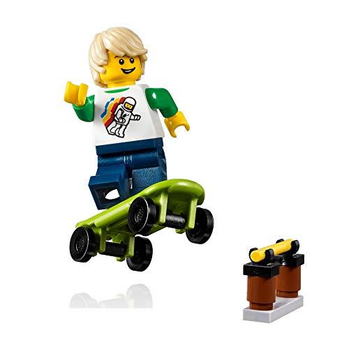 (LEGO City MiniFigure: Skateboarder Boy (w/Skateboard) 31067)