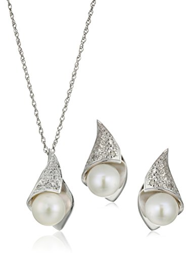 Diamond Pearl Set (Sterling Silver Round Freshwater Cultured Pearl and Diamond Jewelry Set (1/10cttw))