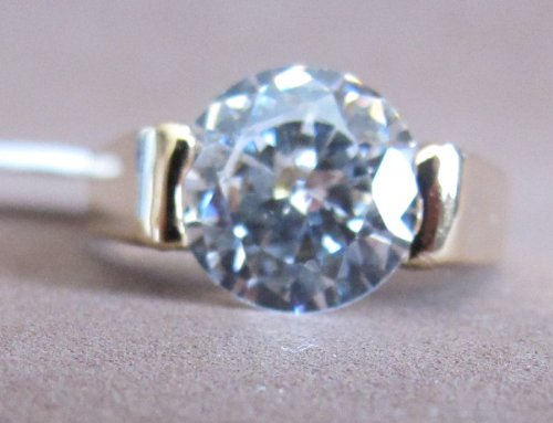 SIZE 8 Fashion LADIES RING Gold Tone PLATED BAND w Cubic Zirconia Pave Center Stone (ENGAGEMENT RING Style)