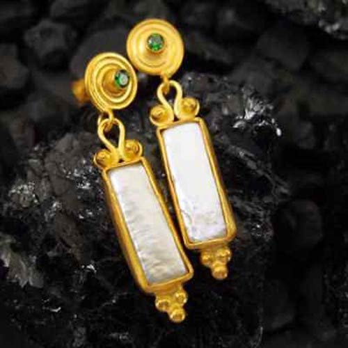 Ancient Design Jewelry Handmade Freeform Pearl And Emerald Earring 22K Gold over Sterling Silver ()