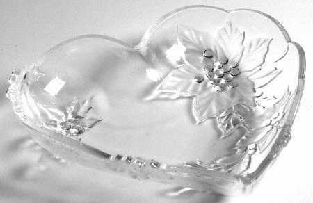 Mikasa Crystal Poinsettia Heart Serving Plate 10-3/4