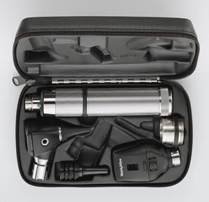 Welch Allyn 97150-M Halogen Hex Diagnostic Set Including Standard Ophthalmoscope, Macro View Otoscope, Rechargeable, Hard Storage Case, Nickel-Cadmium Battery, IEC Plug Type-A, 3.5V ()